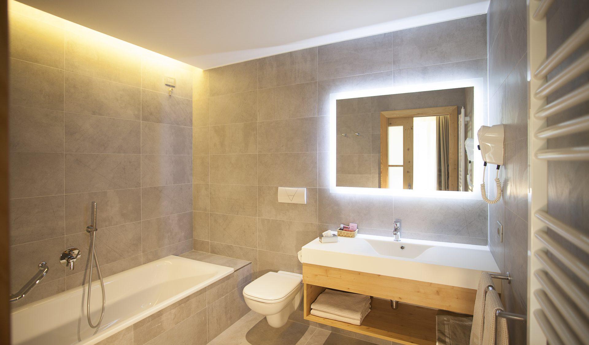 Bagno suite Hotel a Pinzolo